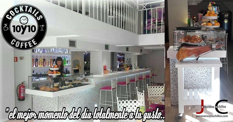 Diez Diez Café y Copas y jamoneros y cuchillos